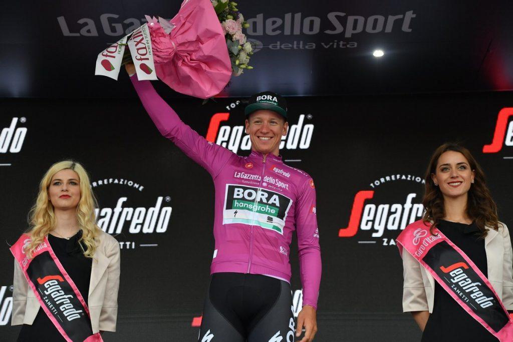 Giro d'Italia 2020 cyklámenový dres Ackermann neobhajuje