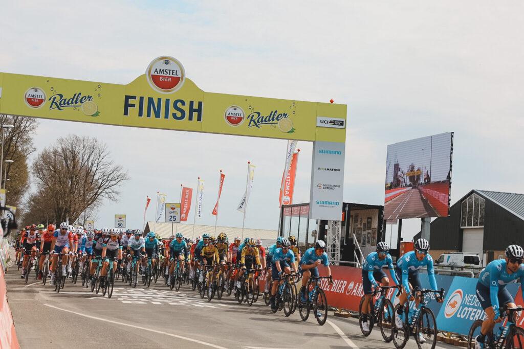 Pelotón počas Amstel Gold Race 2021