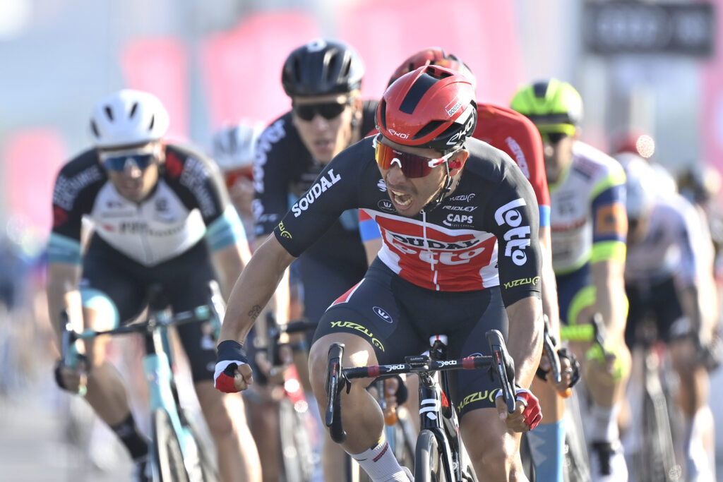 Giro d'Italia 2021 cyklámenový dres Caleb Ewan