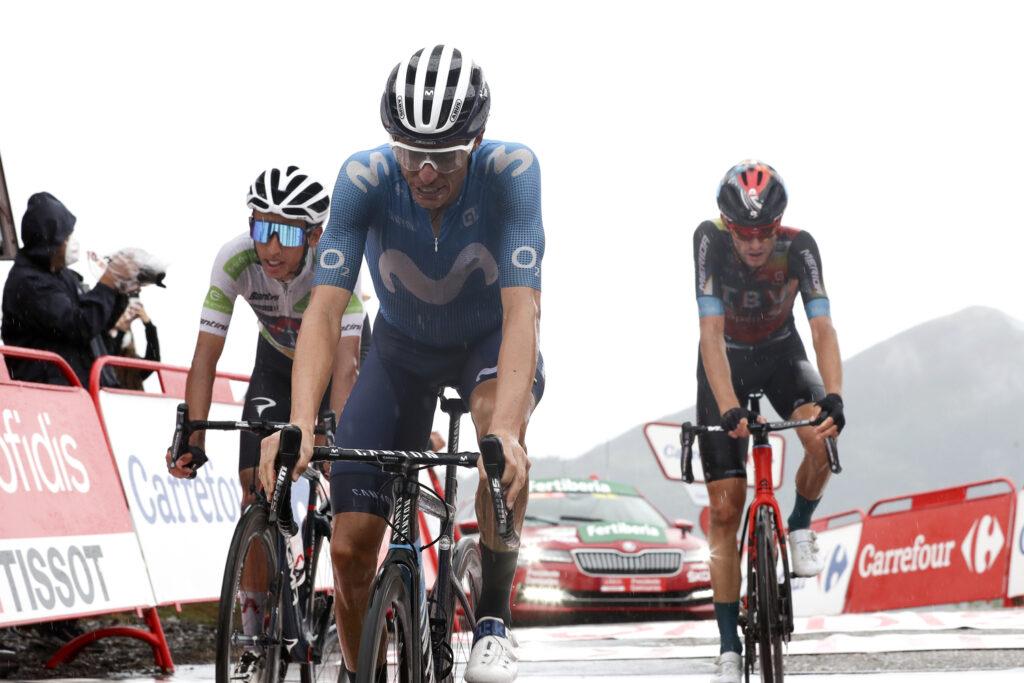 Vľavo Bernal, v strede Mas a vpravo Haig 17. etapy Vuelta 2021
